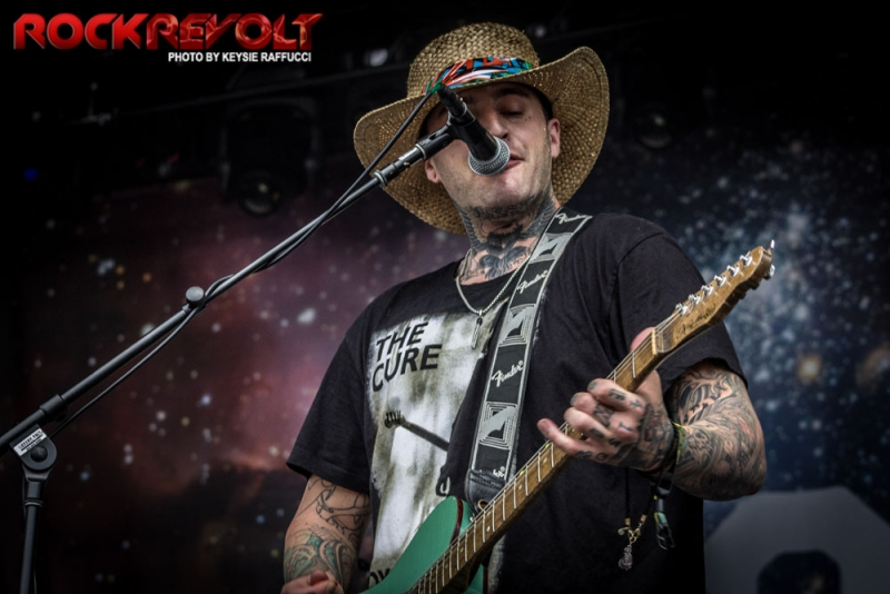 2017 - WTR - Highly Suspect - 2