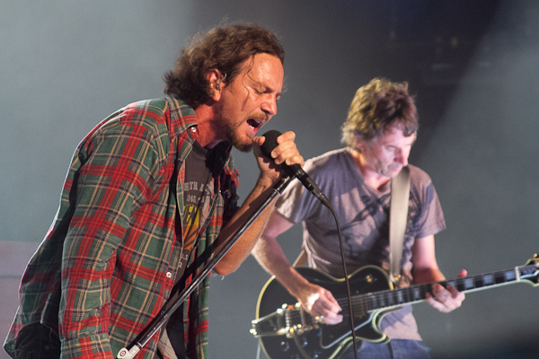 PEARL JAM GIVES FANS MUSIC FOR CHRISTMAS FROM PJ20!