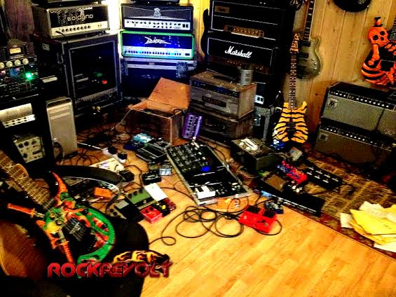 kxm - lynch - guitars - pedals