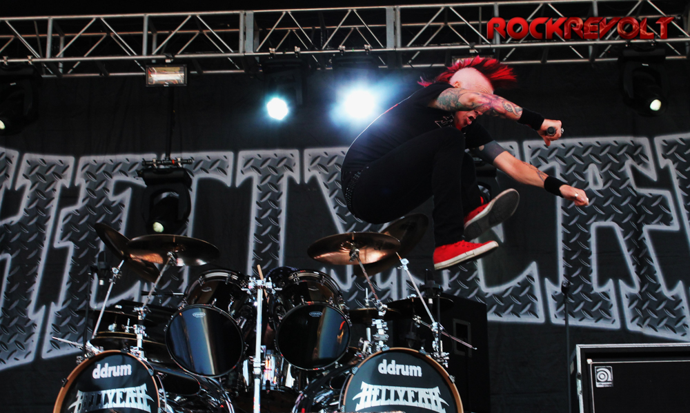 Chad Gray of Hell Yeah goes airborn!
