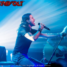 Scott Stapp showcases vocals on acoustic tour